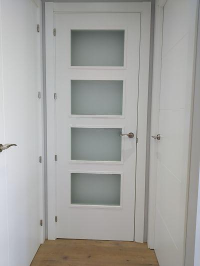 puerta lacada vidriera