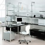 mesa y estantes oficina